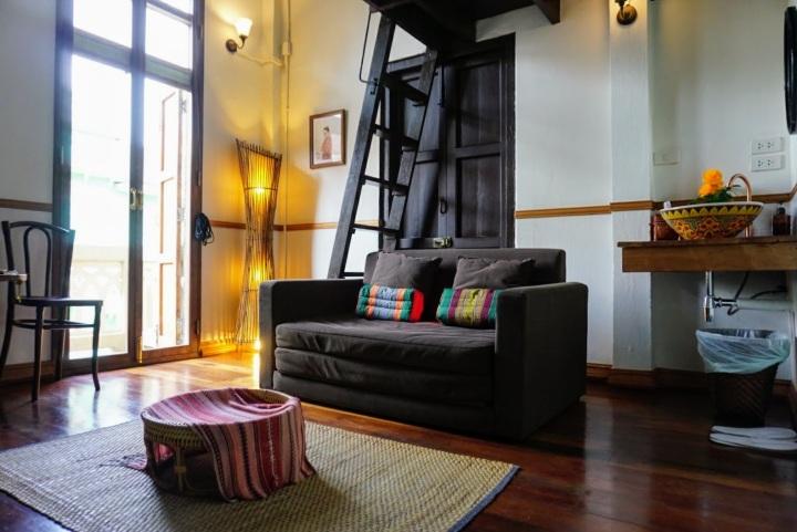 【曼谷中國城旅館推薦】Soi Nana 文青街上的 103 Bed & Brew老屋民宿與冰釀咖啡館