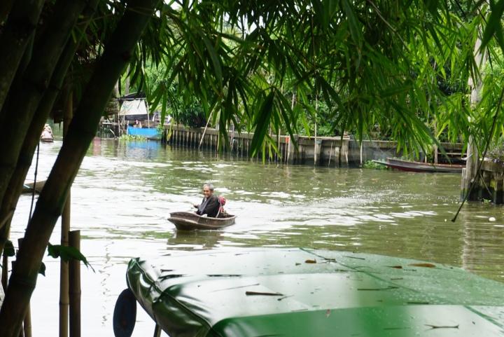【泰國】曼谷最推薦的水上市集 ~ Khlong Lad Mayom Floating Market 空叻瑪榮水上市集,保有迷人的運河風情,離市區近、又好吃!