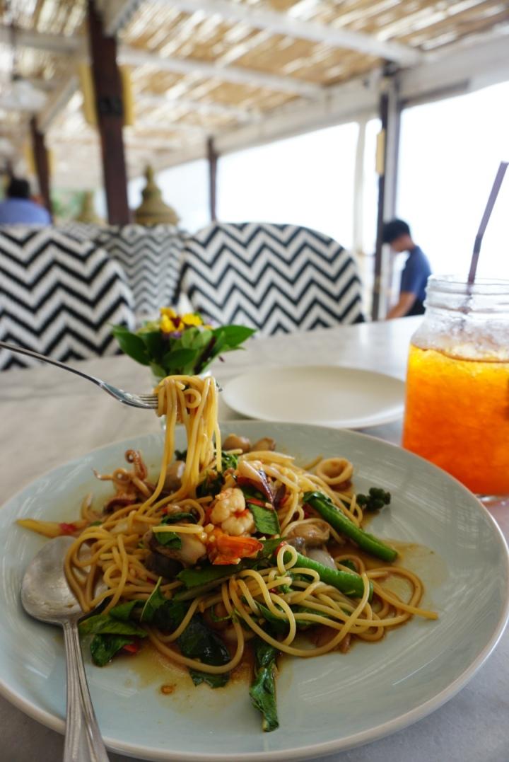【Pattaya芭達雅美食】有點遠的The Glasshouse Beachfront Restaurant,順路吃就好,不用特意過來