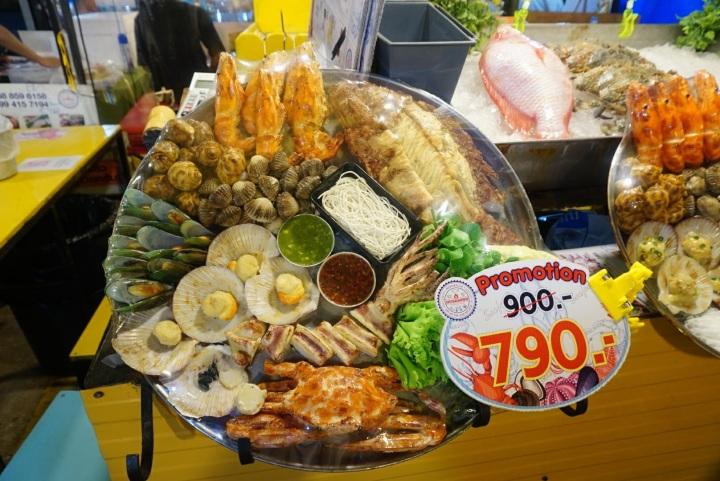 【曼谷夜市推薦】拉差達火車夜市Ratchada Rot Fai Night Market~最適合揪人大啖泰國美食的夜市