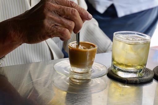 【胡志明市咖啡館推薦】以傳統陶甕煮咖啡的老咖啡館 Cheo LeoCafe