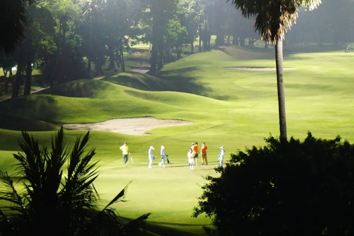 【曼谷輕鬆享受高球假期】距離機場20分鐘車程的Summit Windmill Golf Club,入住球場環繞的艾美酒店,暢享夜間擊球的樂趣!